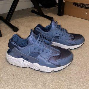Nike Air Huaraches Women's Size 9.5